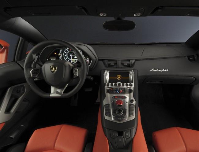 Интерьер суперкара Lamborghini Aventador