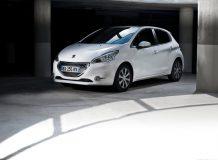 Фото нового Peugeot 208
