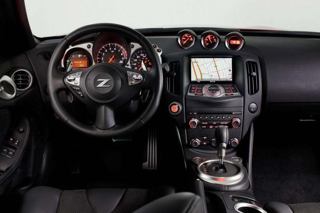 Салон модели Ниссан 370Z