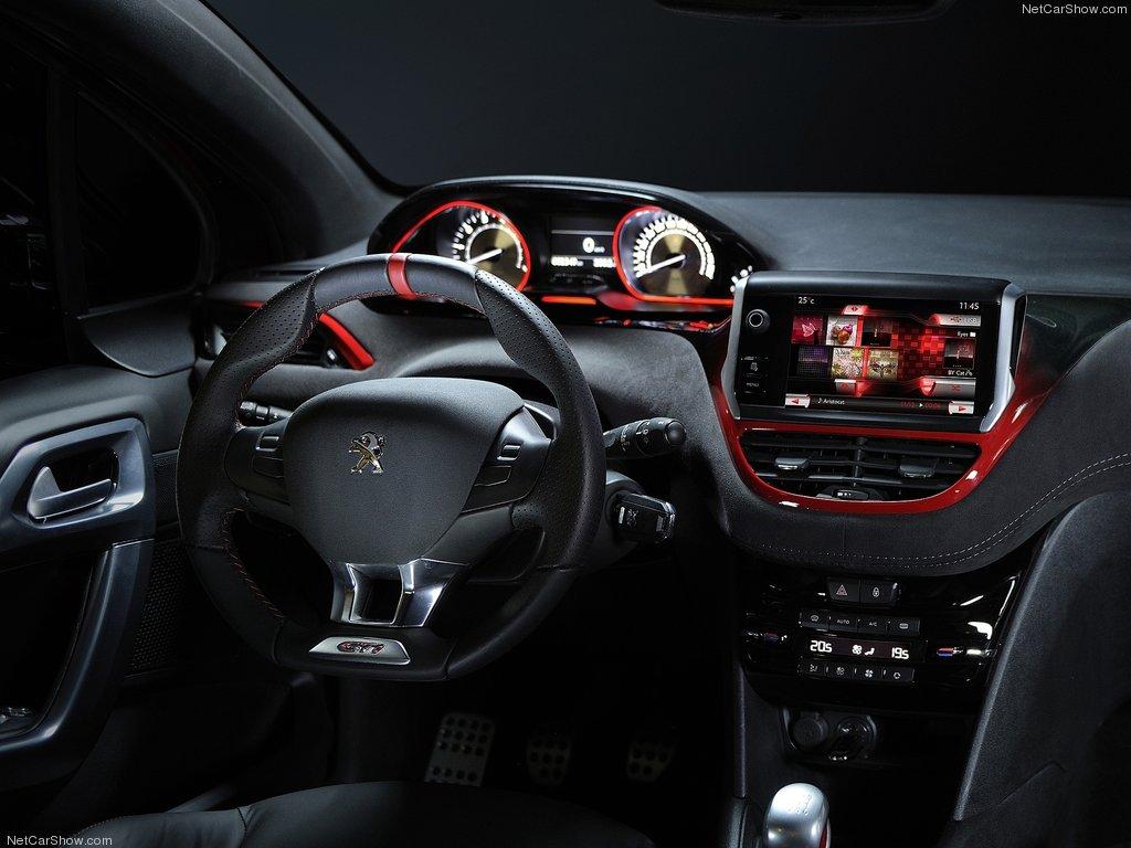 Салон Peugeot 208 GTi Concept