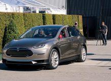 Фото кроссовера Tesla Model X
