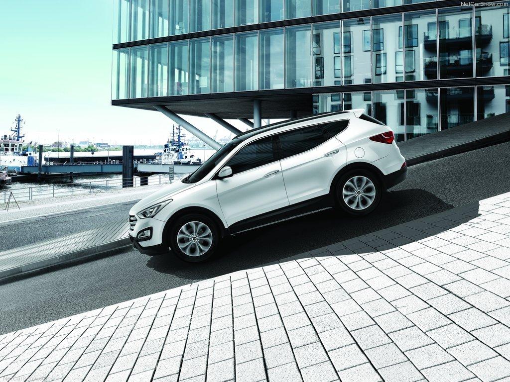 Белый Hyundai Santa Fe 3 фото
