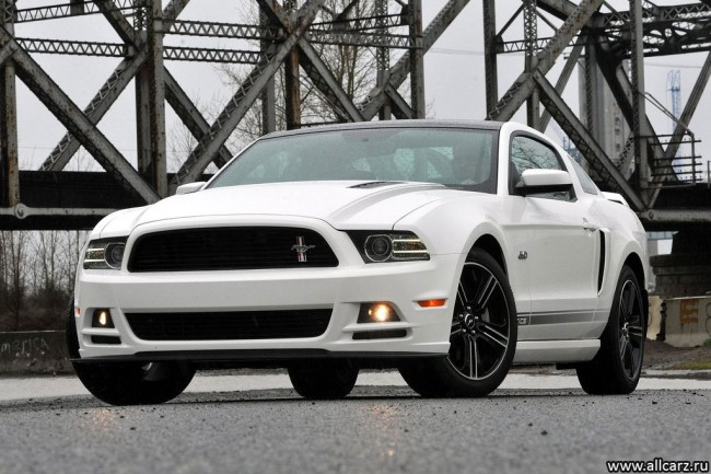 Фото Ford Mustang GT 2013