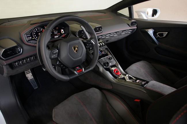 Салон суперкара Lamborghini Huracan