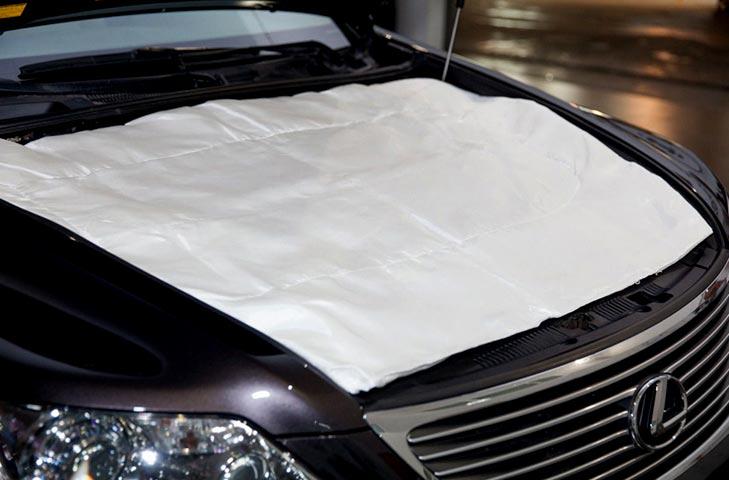 Так выглядит автоодеяло под капотом автомобиля