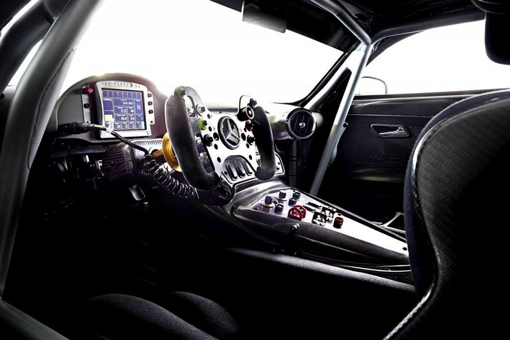 Фото салона Mercedes-AMG GT3