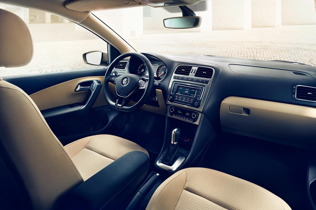 Салон седана Volkswagen Polo