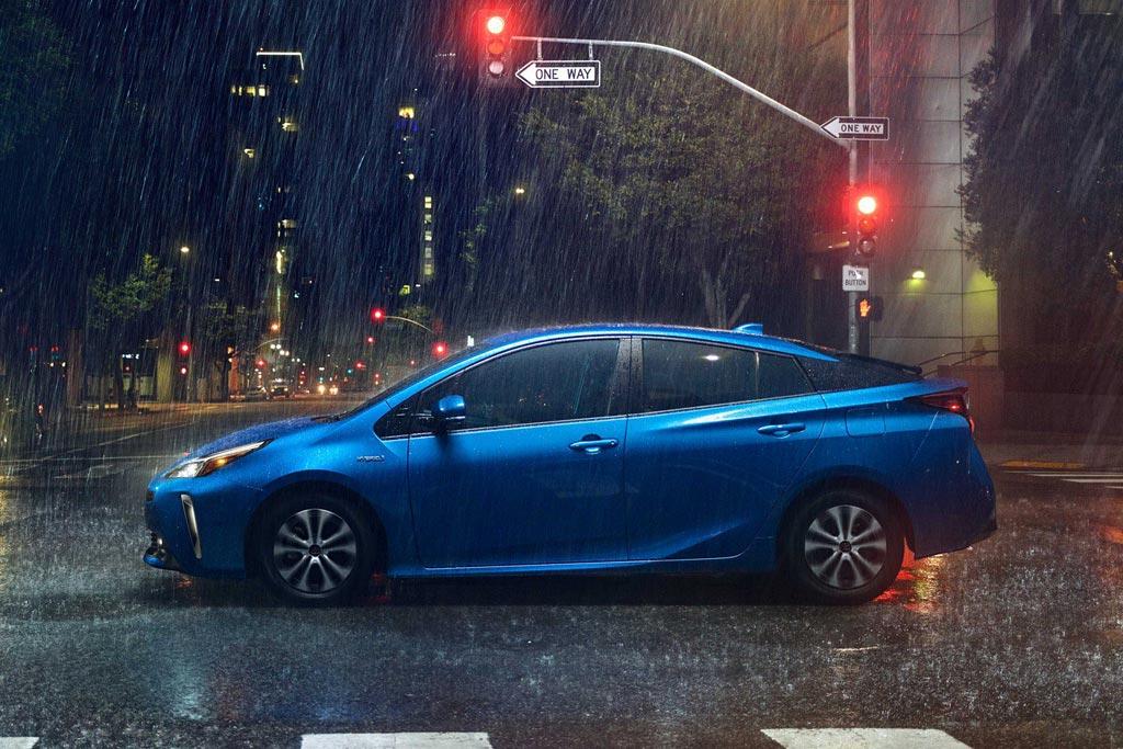 Новый кузов Toyota Prius 2021