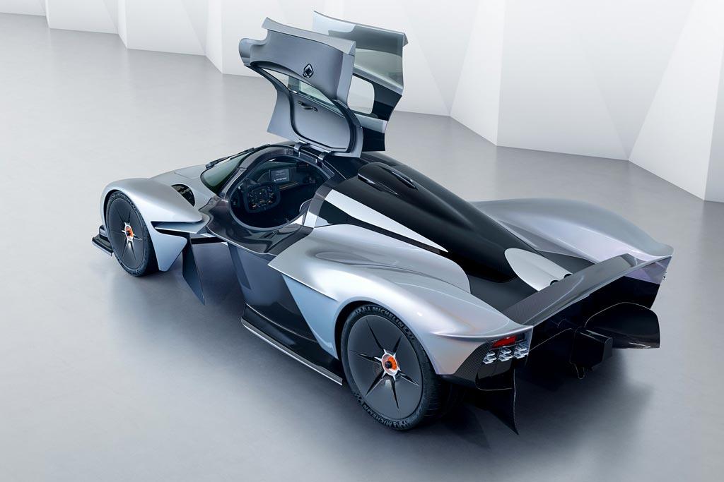 Стало известно, будет ли рисовать новые Lada бывший шеф-дизайнер Aston Martin
