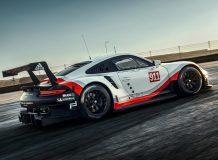 Фото нового Porsche 911 RSR 2017