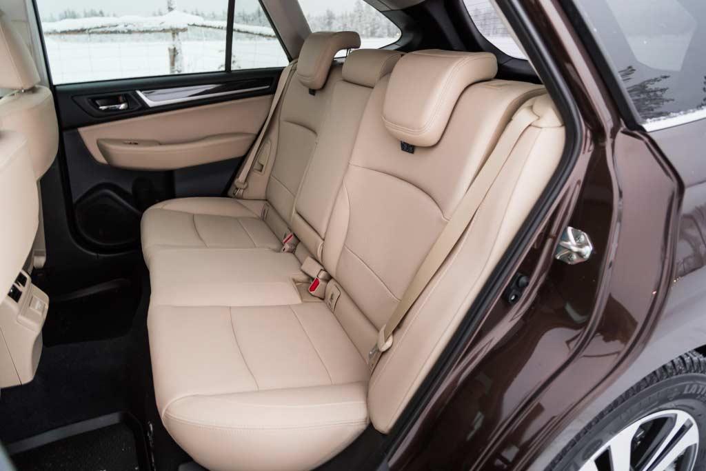Интерьер Subaru Outback V