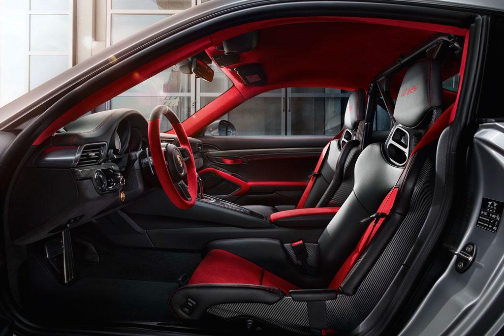 Салон Порше 911 GT2 RS