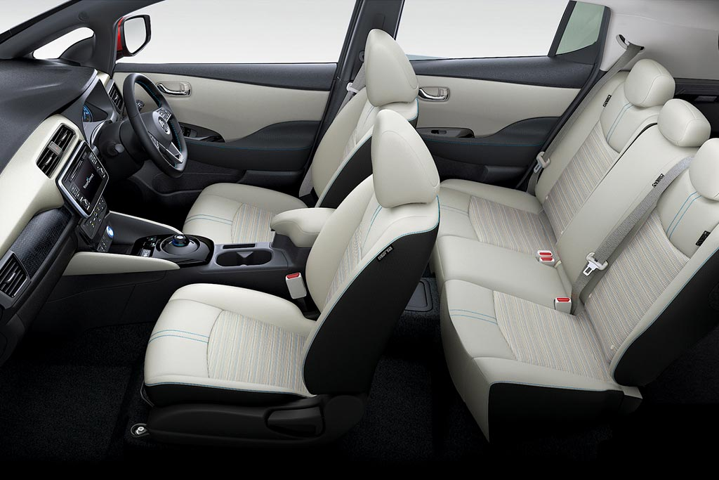 Интерьер Nissan Leaf II
