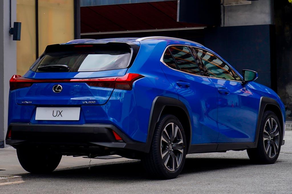 Новая модель Lexus UX 2021