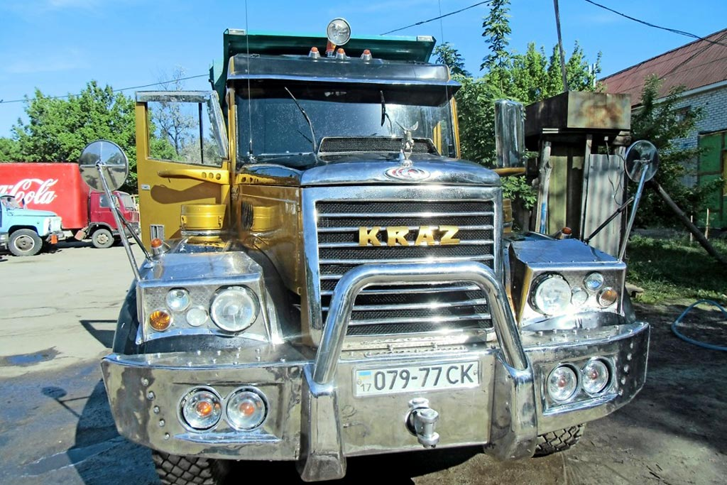 Шикарный КрАЗ-256 GoldenDragon: как хобби помогло карьере