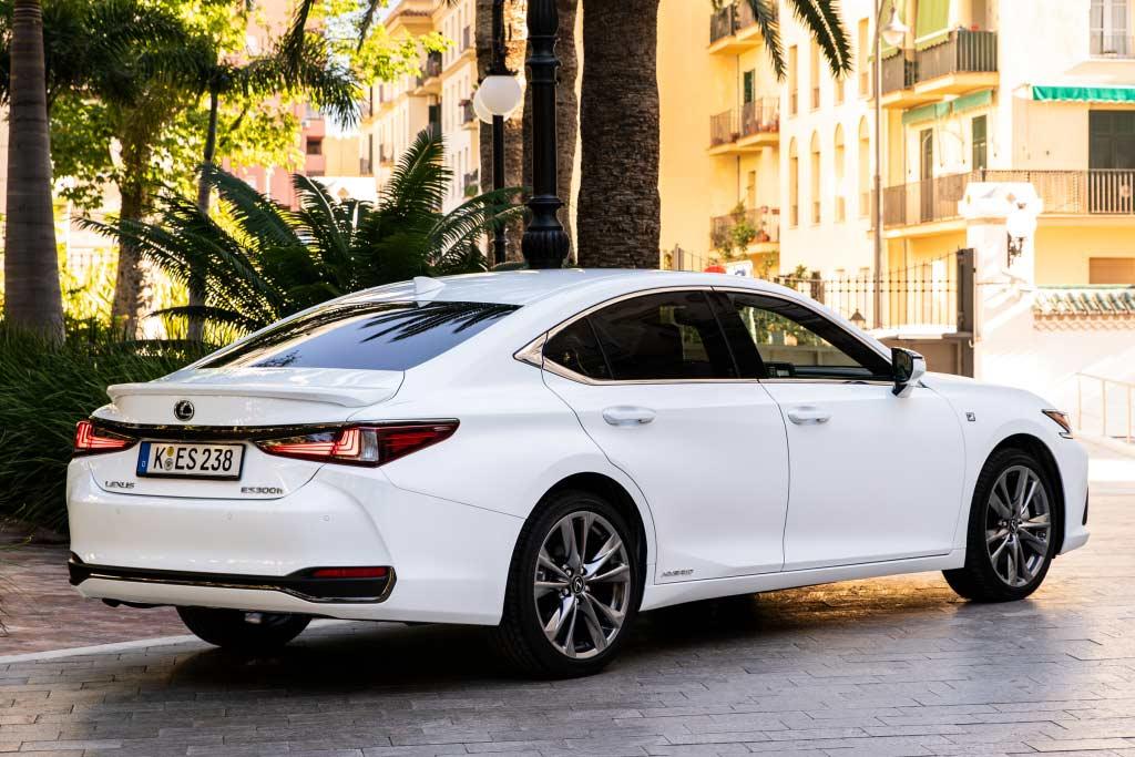 Lexus ES 2021 в новом кузове