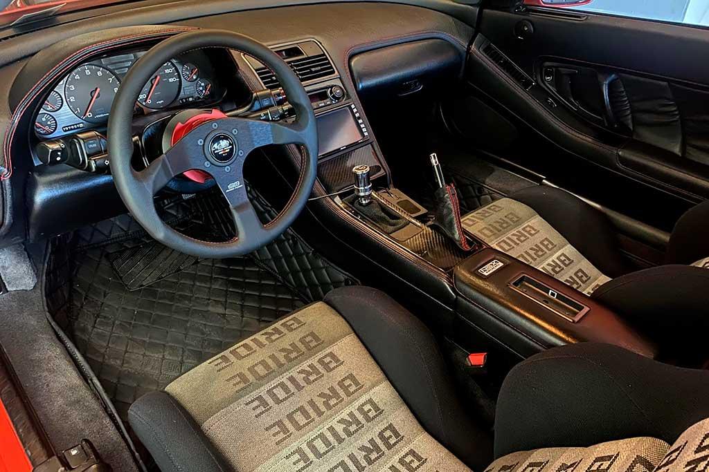 На торгах широкофюзеляжная Acura NSX 1991 с массой доработанных элементов