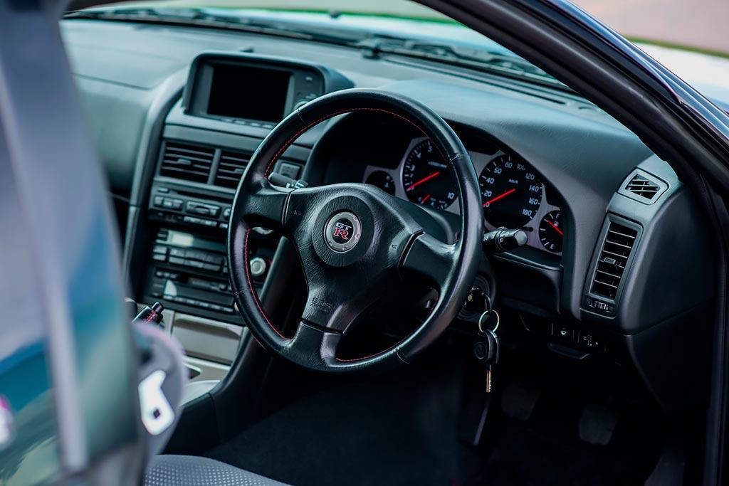 18,5 млн рублей не предел за Nissan Skyline GT-R V-Spec в шикарном фиолетовом цвете