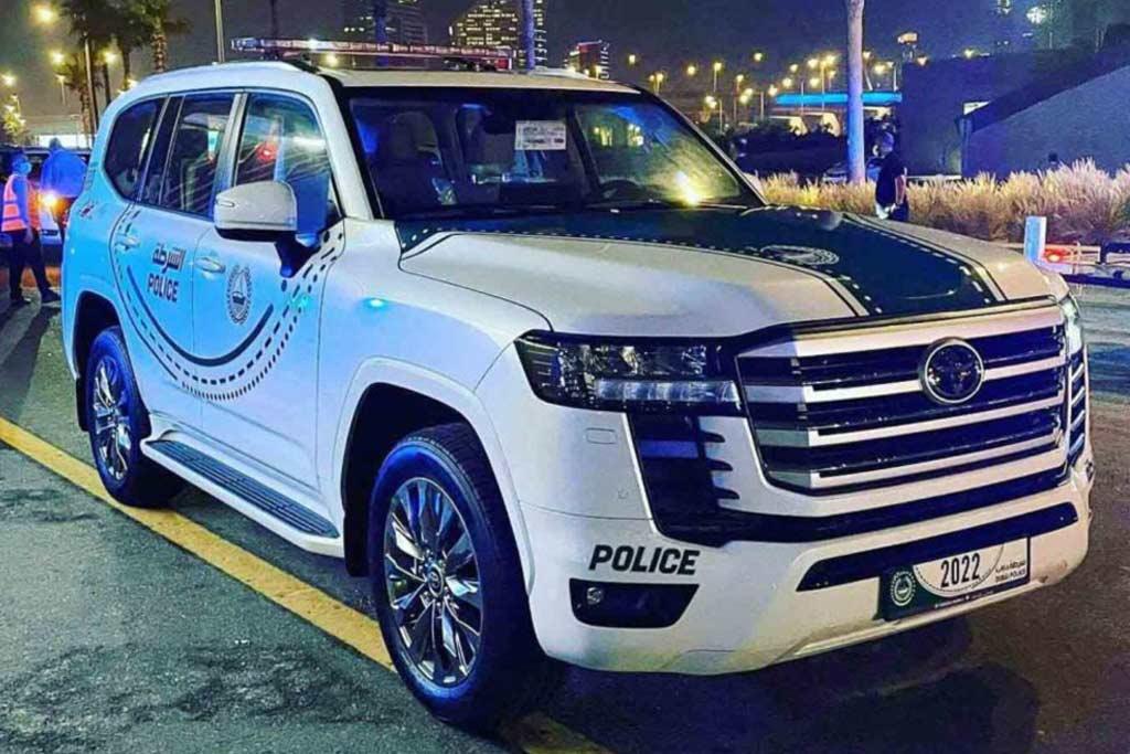 Пока вы ждете Land Cruiser 300 в продаже: он уже заступил на службу полиции ОАЭ