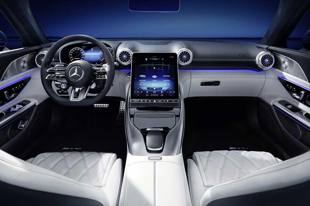 Немцы показали интерьер грядущего кабриолета Mercedes-AMG SL