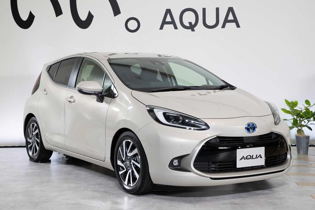 Toyota Aqua 2022: гибридный хэтчбек второго поколения
