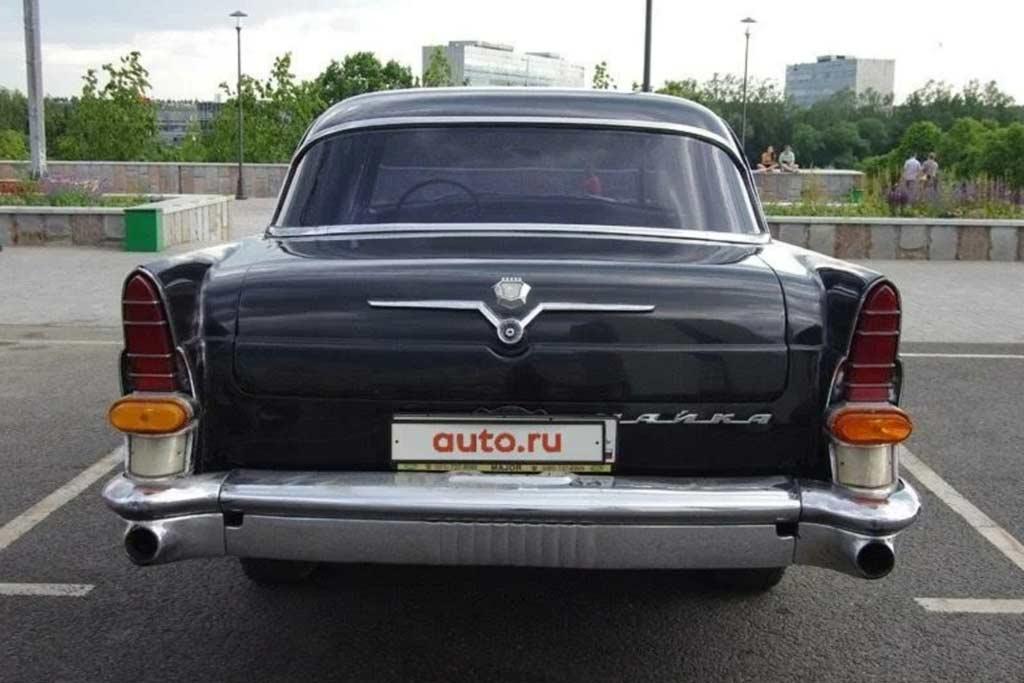 Мотоцикл отдают бонусом: в продаже правительственный ГАЗ-13 «Чайка»