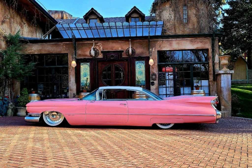 Классический Cadillac Coupe de Ville 1959 получил ряд современных доработок
