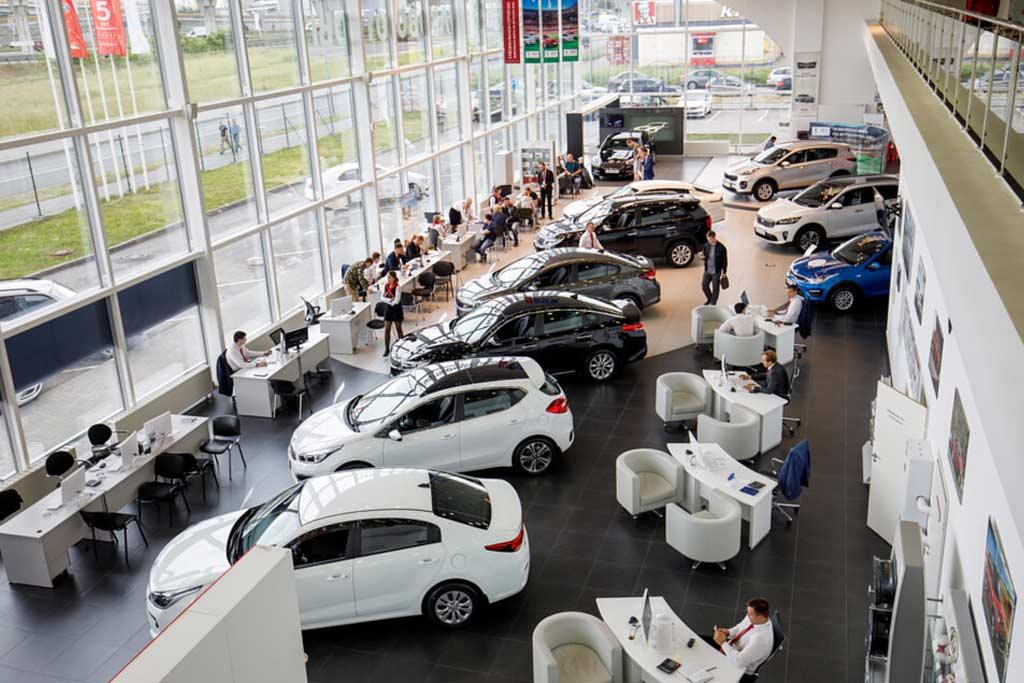 Цены на новые автомобили в РФ продолжат расти: дилеры дали свой прогноз