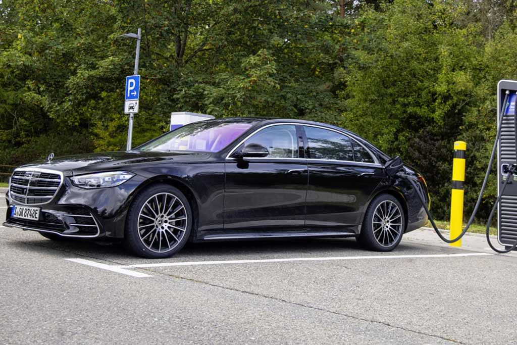 Mercedes-Benz S 580 e: представлен гибридный вариант новой «эски»
