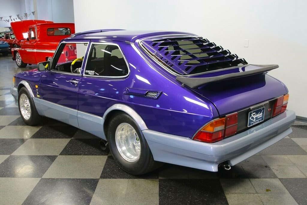 Старенький Saab 900 переделали в дрэговую модификацию с мотором V8