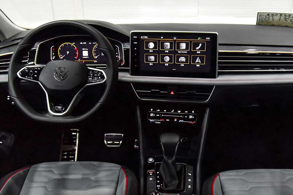 VW Tiguan получил огромный монитор: правда только в одной стране