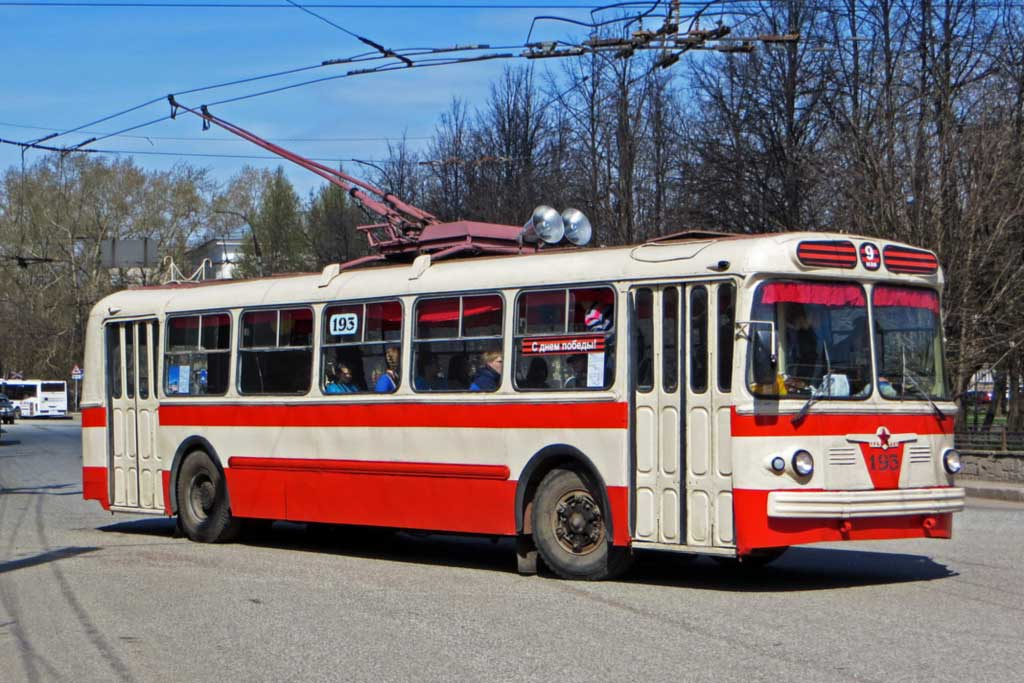 Необычный автобус ЗиУ-6 на базе троллейбуса: готовый проект оказался не нужен