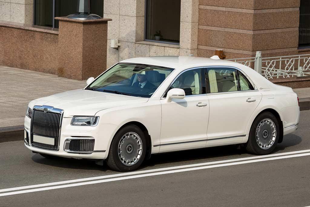 Продажи автомобилей Aurus задерживаются: передача машин клиентам не началась