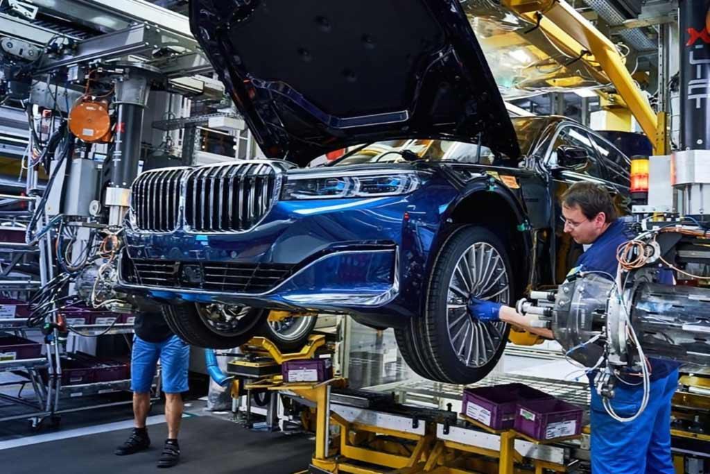 Компания BMW приняла окончательное решение не строить завод в России