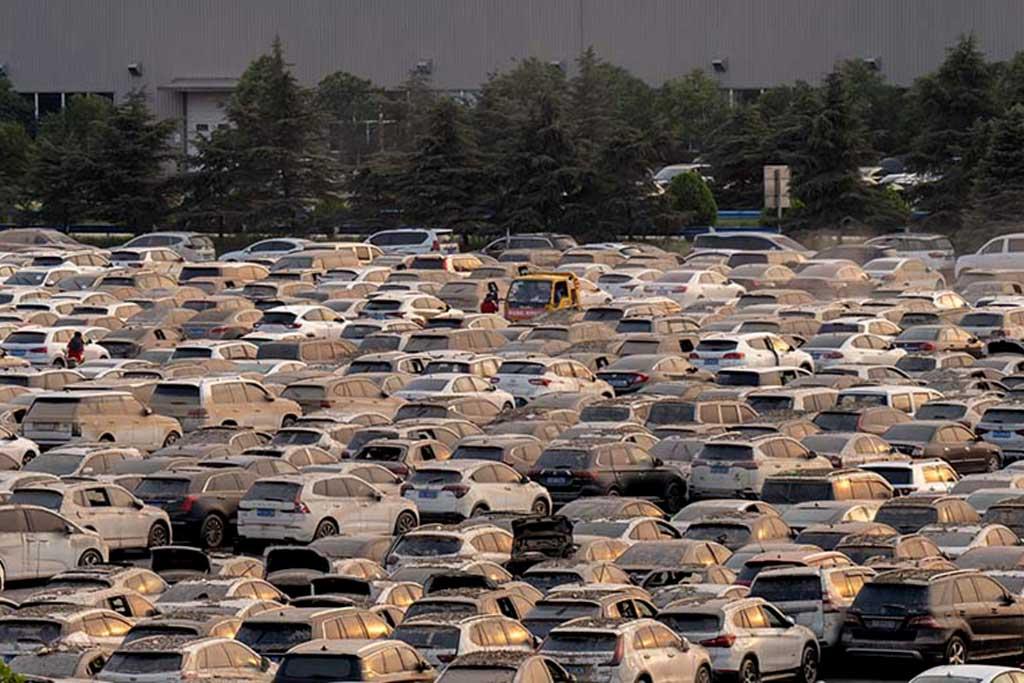 Стоянка с затопленными автомобилями в Китае