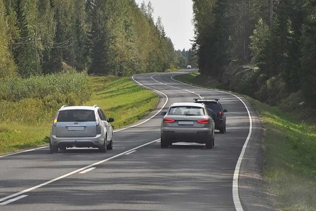 Безопасная езда по трассе: три простых правила для водителей