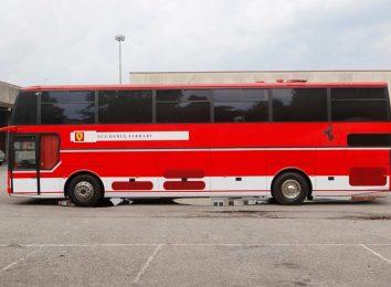 Автобус команды Ferrari