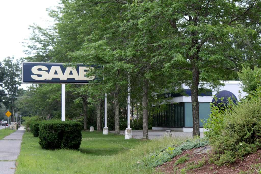 Новенький Saab 9-5 Aero забыли в заброшенном автосалоне шведской марки