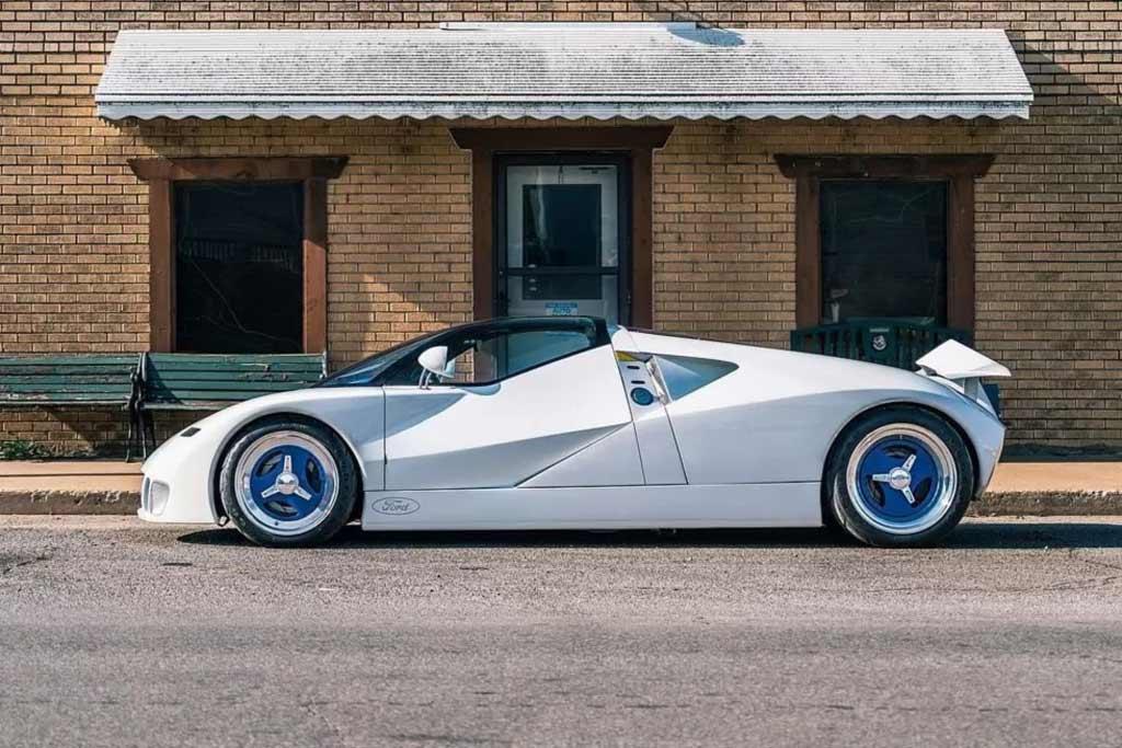 Музейный прототип Ford GT90 впервые за 30 лет выехал на дороги