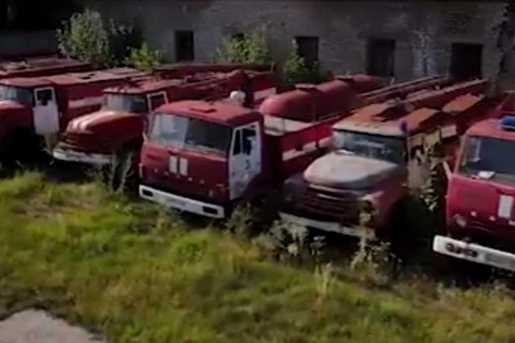 В Перми под открытом небом ржавеют десятки пожарных машин