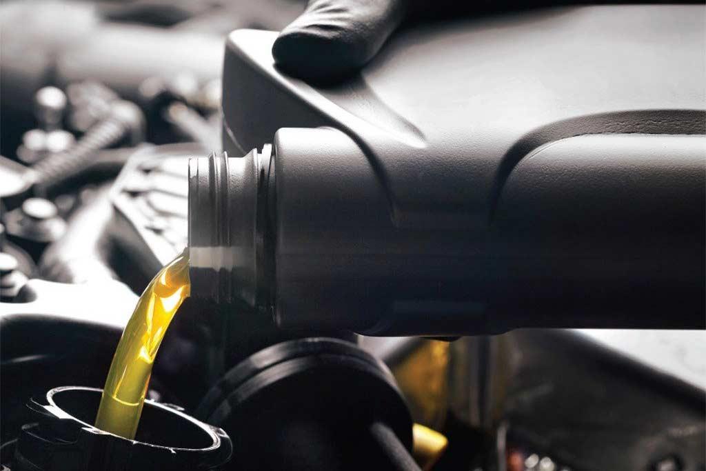 Синтетика и полусинтетка: в чем разница и какое моторное масло выбрать?