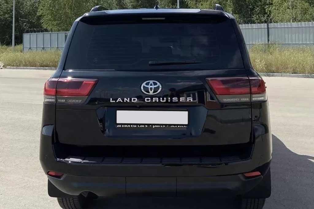 Найден самый дорогой Toyota Land Cruiser 300: машину продают за ₽13,5 млн