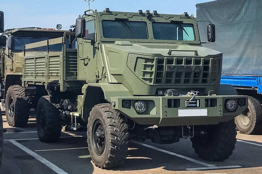 На форуме «Армия-2021» показали военный грузовик УРАЛ с брутальным дизайном