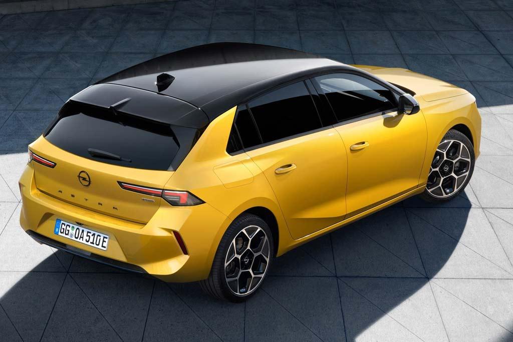 Названа цена на новый Opel Astra 2022: модель вновь получит версию OPC
