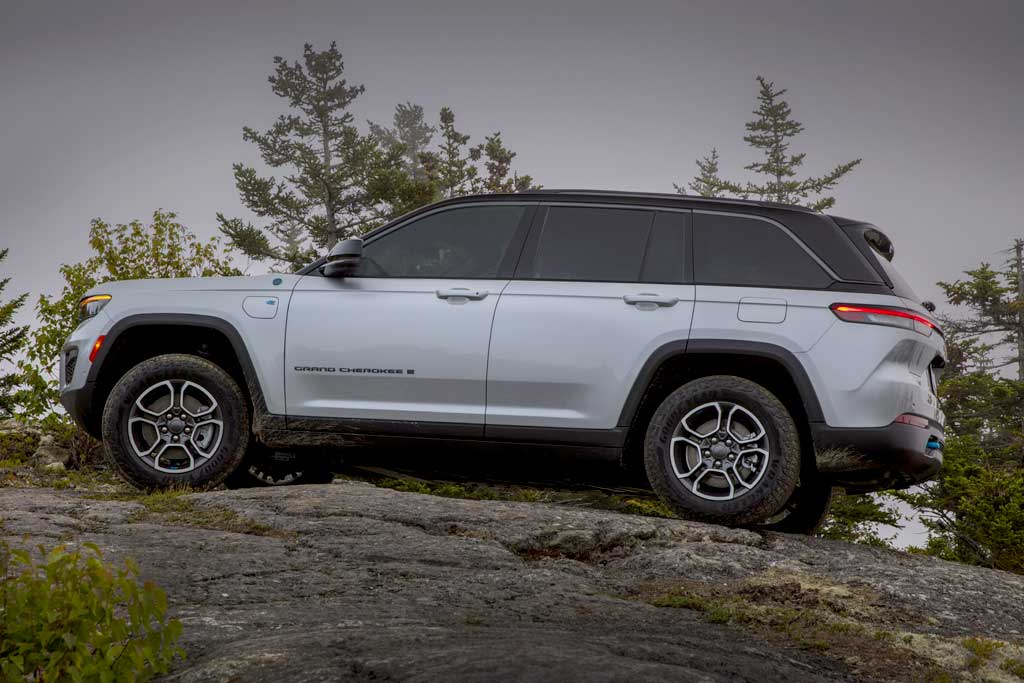 Представлен новый Jeep Grand Cherokee 2022: вскоре внедорожник доберется до РФ