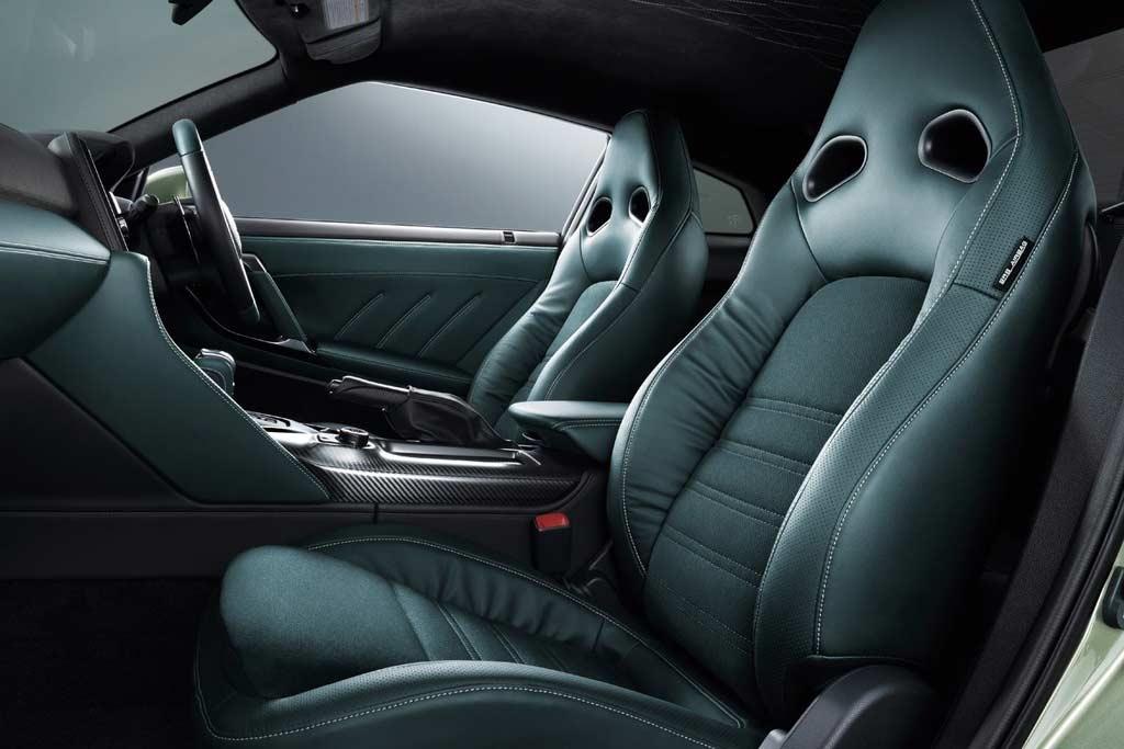 Для суперкара Nissan GT-R стало доступно сразу две новые спецверсии T-spec