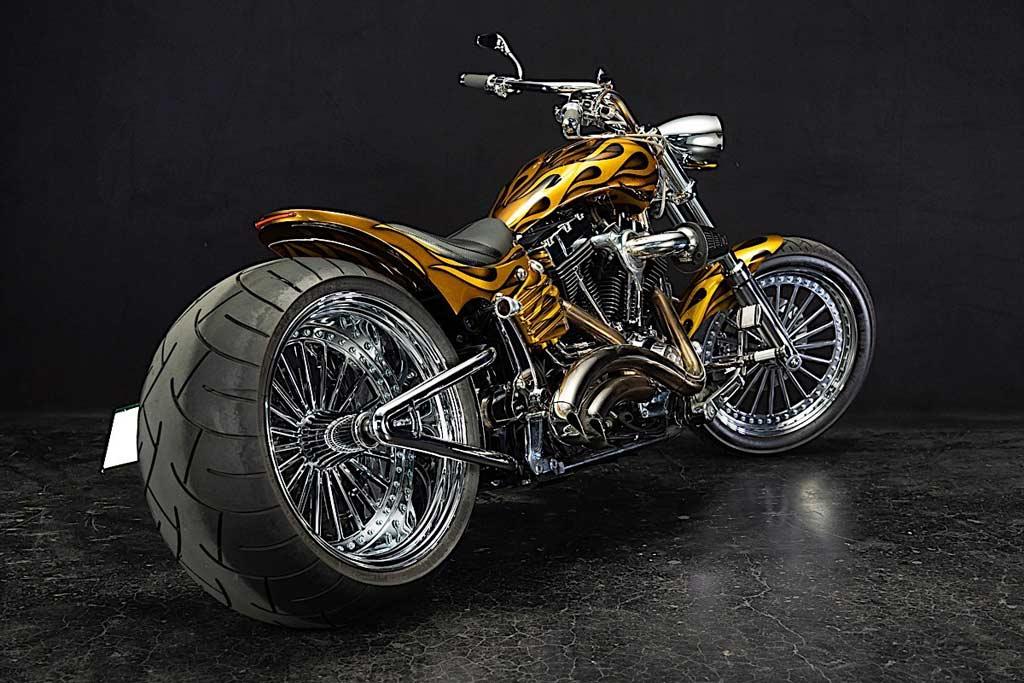 Тюнеры превратили неудачный Harley-Davidson Rocker в пылающего монстра