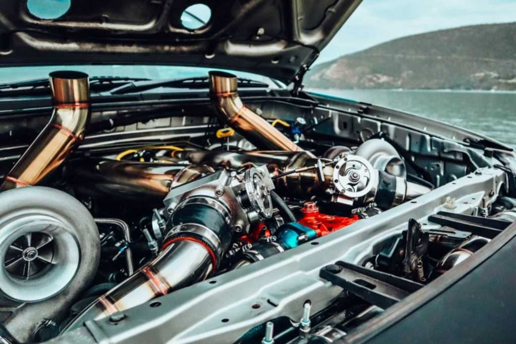 Пикап Toyota Hilux оснастили мотором V12 для гонок по подъему на холм