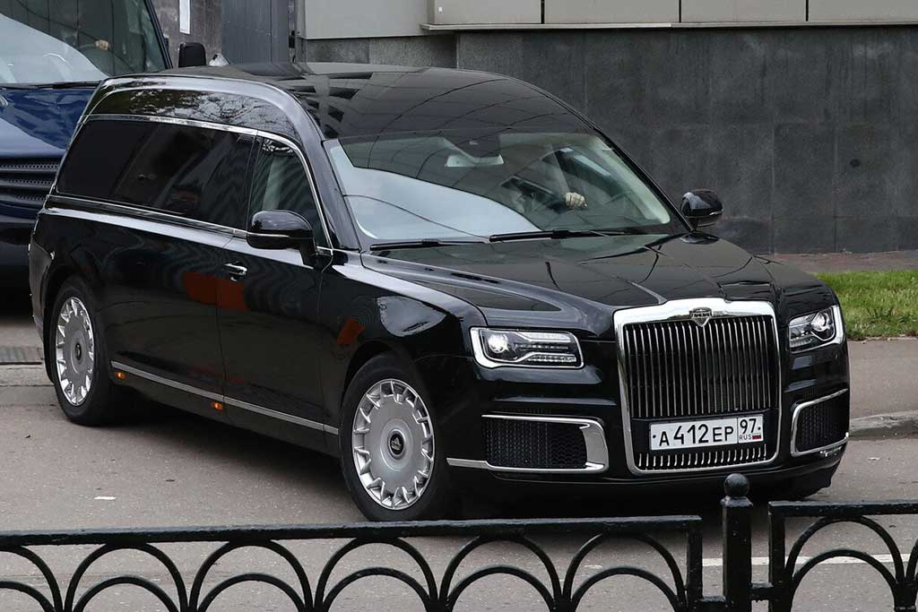 На похоронах главы МЧС впервые был замечен катафалк Аурус Лафет