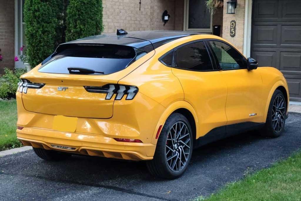 Кроссоверы Ford Mustang Mach-E могут лишиться лобового и люка: объявлен отзыв
